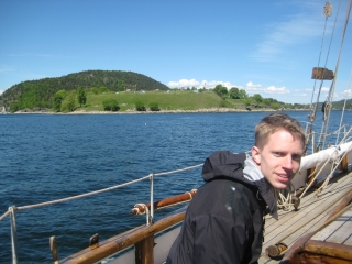Fredrik foran Oscarsborg
